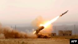 Forcat e qeverisë së Irakut duke ndërmarrë sulme me raketa kundër caqeve të IS-it afër rafinerisë në Baixhi më 16 prill të këtij viti