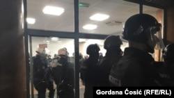 Policija u zgradi RTS-a