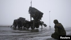 Soldiers of the German armed forces train with a Patriot missile battery.