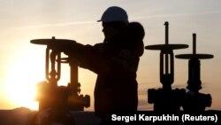 فرانسه واردات و پالایش نفت را ادامه خواهد داد.