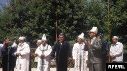 Кара-Суудагы кыргы-өзбек достугуна арналган иш чара. 2-июль 2010-жыл.