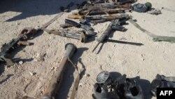 Оружие и маски, использованное в конфликте в Сирии. Дамаск, 7 августа 2013 года.