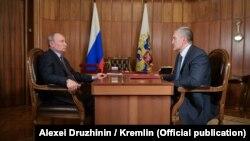 Российский глава Крыма Сергей Аксенов на встрече с президентом России Владимиром Путиным, август 2019 года