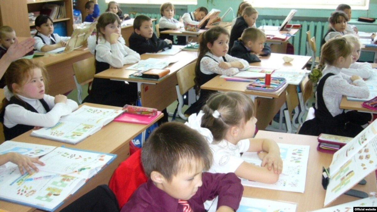How many schools in Moscow How many gymnasiums in Moscow How many kindergartens