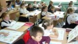 Russian elementary school children take a Tatar language class. A draft bill that aims to make such lessons optional has drawn the ire of ethnic activists. (file photo)
