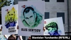Ілюстраційне фото. Пікет на підтримку українських політв'язнів під посольством Росії. Київ, серпень 2015 року
