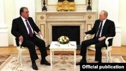 Эмомали Рахмон жана Владимир Путин. 8-май, 2021-жыл. Москва.