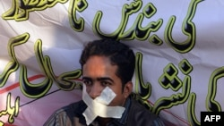 A Pakistani journalist takes part in a protest against the Pakistan Electronic Media Regulatory Authority (PEMRA) in Islamabad on October 21, 2014.