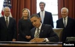 د امریکا پخوانی ولسمشر بارک اوباما د نیو سټارټ تړون د لاسلیکولو پر مهال