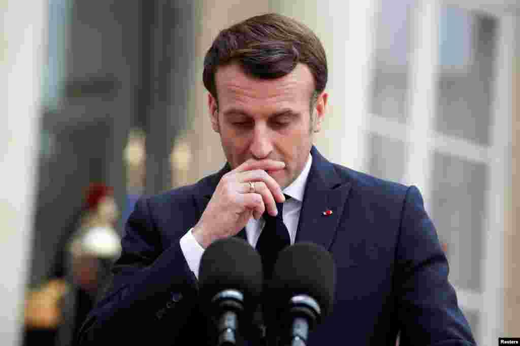 """Mesajul cu care a întâlnit-o Emmanuel Macron pe Maia Sandu la Palatului Elysée a fost despre o schimbare aducătoare de speranță în R. Moldova, odată cu victoria în alegeri a unei personalități ca ea – """"curajoasă și cu coloană vertebrală"""", cum a descris-o liderul francez."""