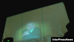 Окруашвили отказывается от своих слов, скандал продолжается. Тбилисцам показывают фильм о журналистском расследовании смерти Жвания