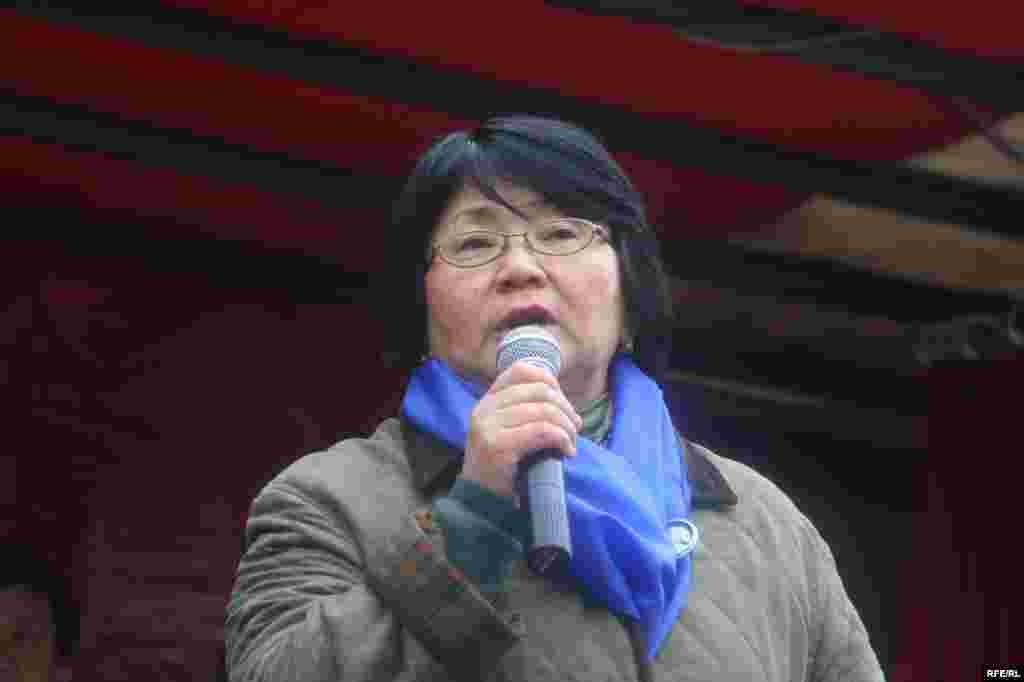 ЖКнын депутаты Роза Отунбаева - Kyrgyzstan - Roza Otunbaeva, the deputy of parliament, in protest action of opposition forces, Bishkek, 27Mar2009
