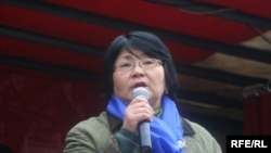 Kyrgyzstan - Roza Otunbaeva, the deputy of parliament, in protest action of opposition forces, Bishkek, 27Mar2009