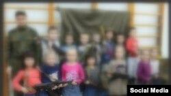 Петербур балалар бакчасында 23 февраль бәйрәме. Фотода балаларның йөзләре махсус тоныкландырылды.