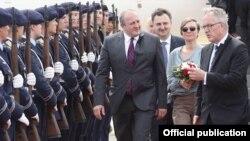 Основная тема, которую президент Маргвелашвили обсуждал на встречах с немецкими властями в рамках визита, – это предоставление Евросоюзом безвизового режима Грузии