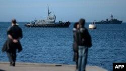 Ուկրաինա, Ղրիմ - Ռուսաստանի ռազմանավերը Սևաստոպոլի նավահանգստի մոտ, 3-ը փետրվարի, 2014թ․