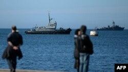 Корабли российского Черноморского флота вблизи Севастополя. 2 марта 2014 года.