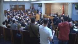 Poslanici DF u Skupštini skandirali 'Milo, lopove'