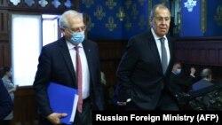 Șeful diplomației UE, Josep Borrell (stânga) și cel al diplomației ruse (dreapta), Serghei Lavrov