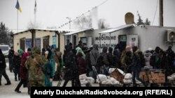 Post de control ucrainean la Stanița Luhanska