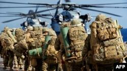 تفنگداران دریایی آمریکا در حال آماده شدن برای رزمایش سوسمار بیباک