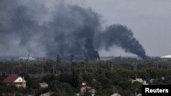 Дым над аэропортом Донецка 23 сентября