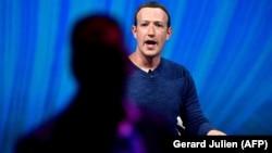 Mark Zuckerberg, Feysbukun banisi