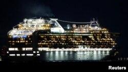 20 січня лайнер Diamond Princess вирушив із японського міста Йокогама у двотижневий круїз маршрутом Каґосіма - Гонконг - Окінава, який мав завершитися 4 лютого. Але з'ясувалося, що один із пасажирів, який зійшов на берег у Гонконзі, був заражений коронавірусом