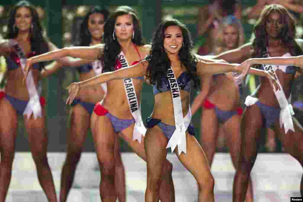 2015 MissAmerika müsabiqəsinində iştirak edənHoang-Kim Cung.