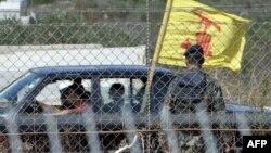 Автомобіль із прапором «Хезболли» їде вздовж ізраїльсько-ліванського кордону, 10 жовтня 2010 року