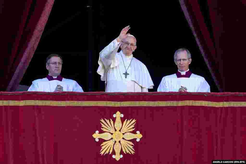پاپ فرانسیس، رهبر کلیسای کاتولیک، در مراسم عشای ربانی کریسمس، مردم را دعوت به قناعت، بخشش، سادهزیستی و دوری از خشونت کرد.