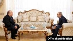 Армениянын президенти Армен Саркисян менен өлкө премьер-министри Никол Пашинян, 12-ноябрь, 2020-жыл