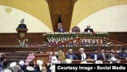"""Owganystanyň prezidenti Aşraf Ghani owgan parlamentinde """"Talyban"""" barada çykyş edýär, Kabul. 2015"""
