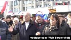 Виктор Сажин на митинге в Керчи, 23 февраля 2014 года