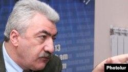 Հայաստանի ազգային արխիվի տնօրեն Ամատունի Վիրաբյան