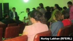 Алатау ауданы әкімшілігінің тұрғындармен кездесуі. Алматы, 15 мамыр 2012 жыл.
