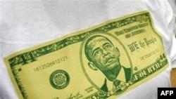 عکس باراک اوباما بر روی تی شرت یک زن آمریکایی.(عکس: AFP)