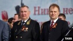 Dmitri Rogozin (stânga) şi liderul separatist Evgheni Şevciuk, la parada de 9 mai la Tiraspol, 2014