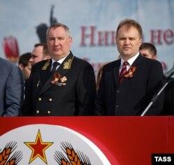 Российский вице-премьер Дмитрий Рогозин и лидер самопровозглашенной Приднестровской Молдавской республики Евгений Шевчук на военном параде в Тирасполе 9 мая