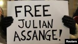 После ареста Эссанжа по всему миру прокатились акции протеста