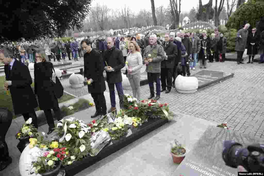 Građani na grobu Zorana Đinđića