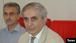 İqtisadi və Siyasi Araşdırmalar Mərkəzinin rəhbəri Sabit Bağırov hesabat açıqlayır