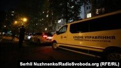 Украинские правоохранители возле дома, в котором 29 мая застрелили российского журналиста Аркадия Бабченко