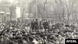 Кыргызстандагы демократиялык күчтөр уюштурган алгачкы митингдер