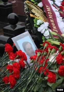 На могиле Сергея Магнитского