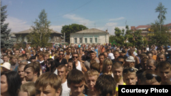 Митинг на центральной площади Пугачева