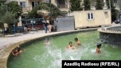 Azerbaijan -- Hot weather in Baku, 08Jul2011