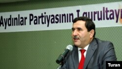 Qulamhüseyn Əlibəyli Aydınlar Partiyasının sədri oldu