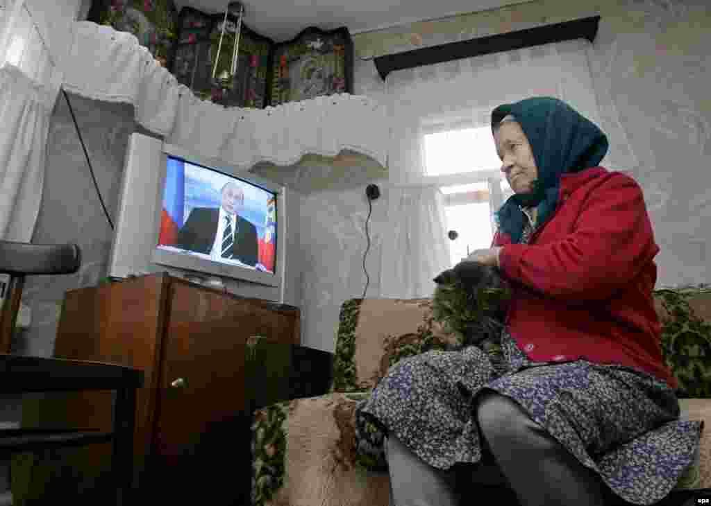 An Russian pensioner in the village of Andreyevskoe watches President Putin on national television in October (epa) - In April, RFE/RL hosted a briefing with Russia experts Floriana Fossato and Masha Lipman, who discussed changes in Russian media and advertising laws that seem designed to bring regional television into line with the Kremlin-controlled national channels. Listen to the briefing: Real Audio  Windows Media