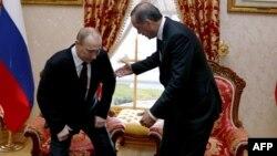 Президент России Владимир Путин (слева) и премьер-министр Турции Реджеп Эрдоган. Стамбул, 3 декабря 2012 года.